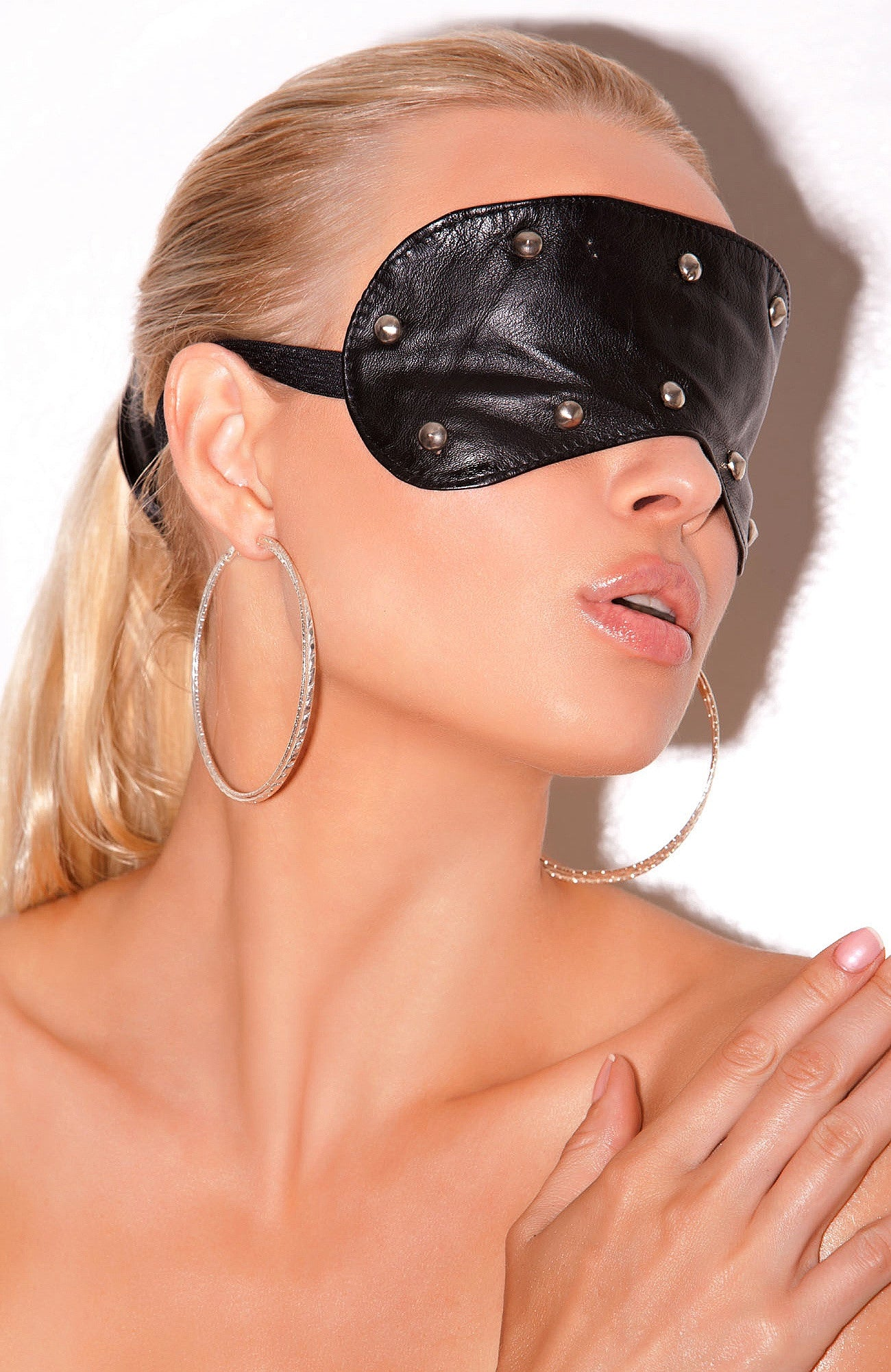 L9257 Leather blindfold with studs - Sexylingerieland