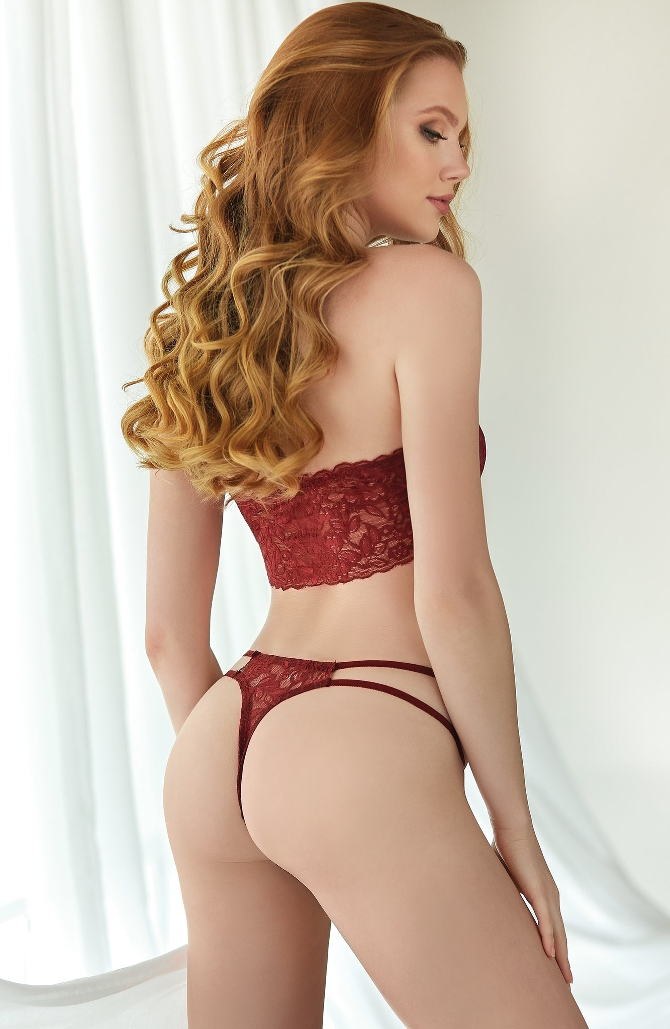 Ruby lace bandeau top and thong - Sexylingerieland