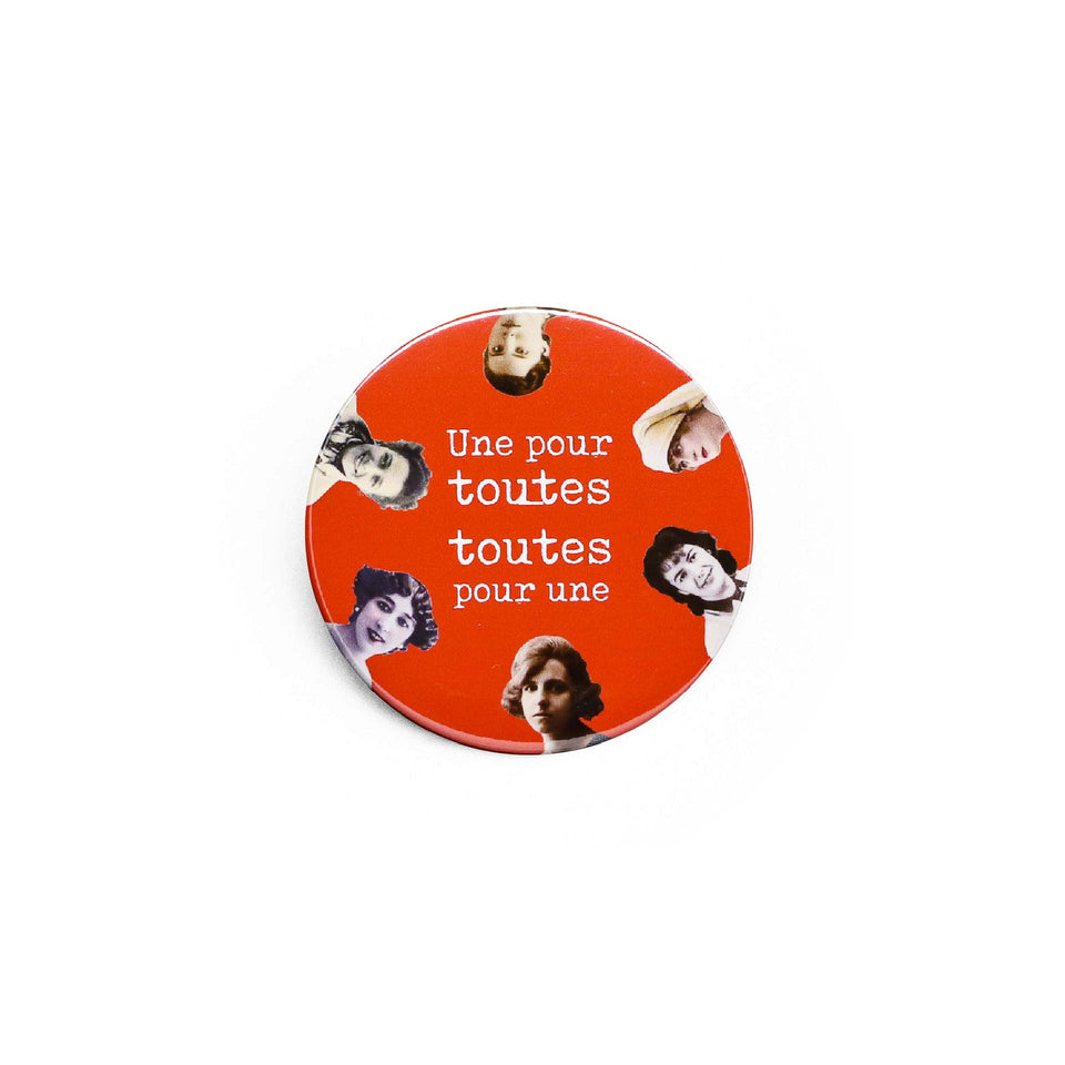 Badge et magnet toutes de Red Orb Creations