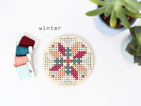 KIT PUNTO CRUZ <br> ABSTRACT FLOWER WINTER