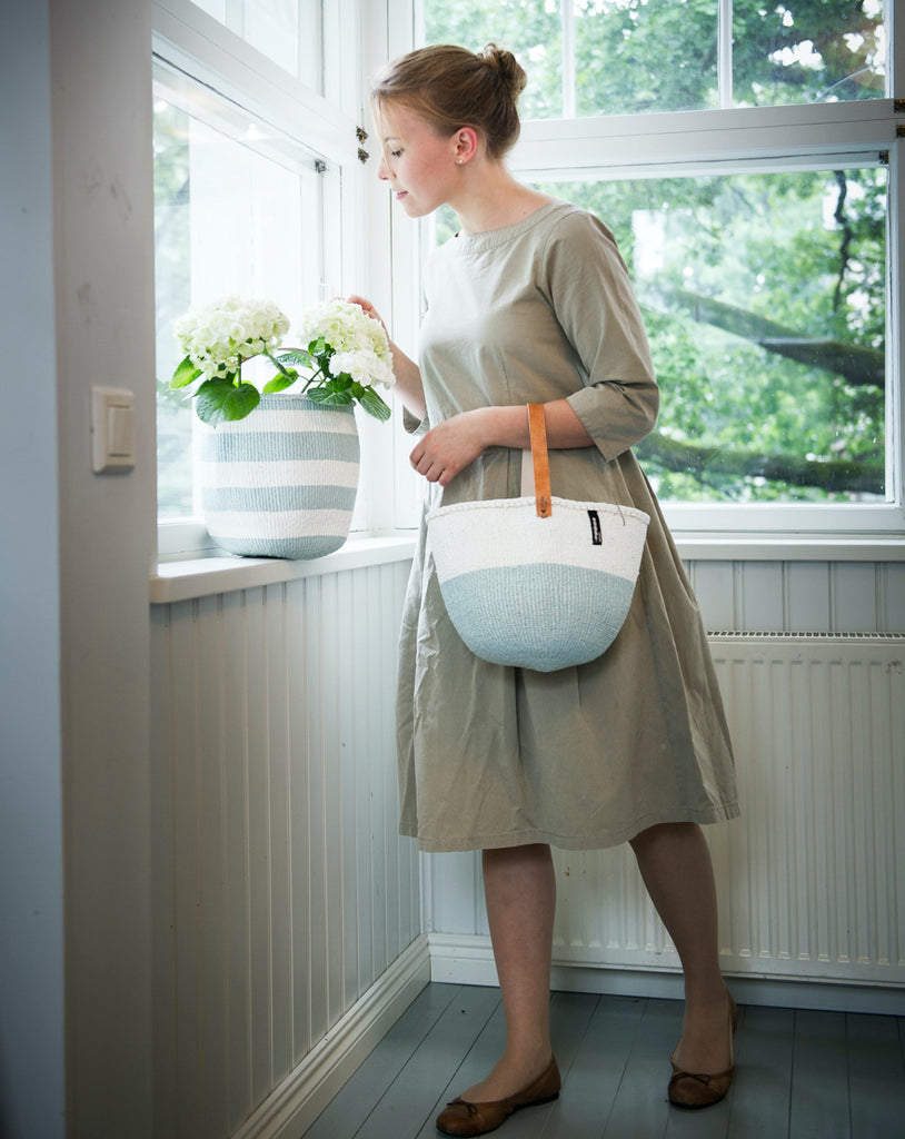 Small basket with handle can be used as handbag