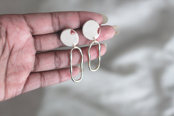 Mira // Beige Gold Dangle Earrings