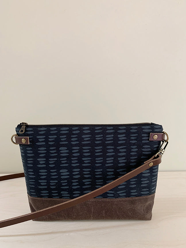 Crossbody Bag with Zipper - Dashes