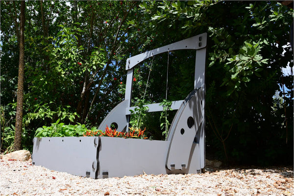 Vegetable Grow Bed W/ Trellising Kit - Going Off Grid