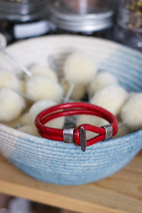 [MISFIT/SAMPLE] Leather Bracelet | REALLY RED - 7.5""