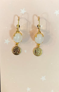 Boucles pièce chanceuse blanche - Lucky coin earrings white