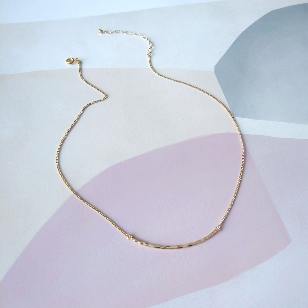 Collier doré barre martelée - Hammered Bar Necklace