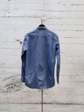 Load image into Gallery viewer, Western Mediumweight Chambray Shirt size M