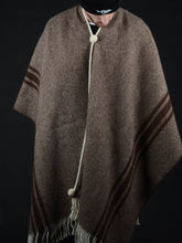 Load image into Gallery viewer, l Solitario Traditional Poncho Brown stripe