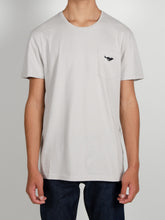 Load image into Gallery viewer, El Solitario ES-1 Grey T-Shirt. Model
