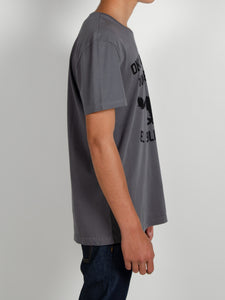 El Solitario Outlaws Grey T-Shirt. Model Sleeve
