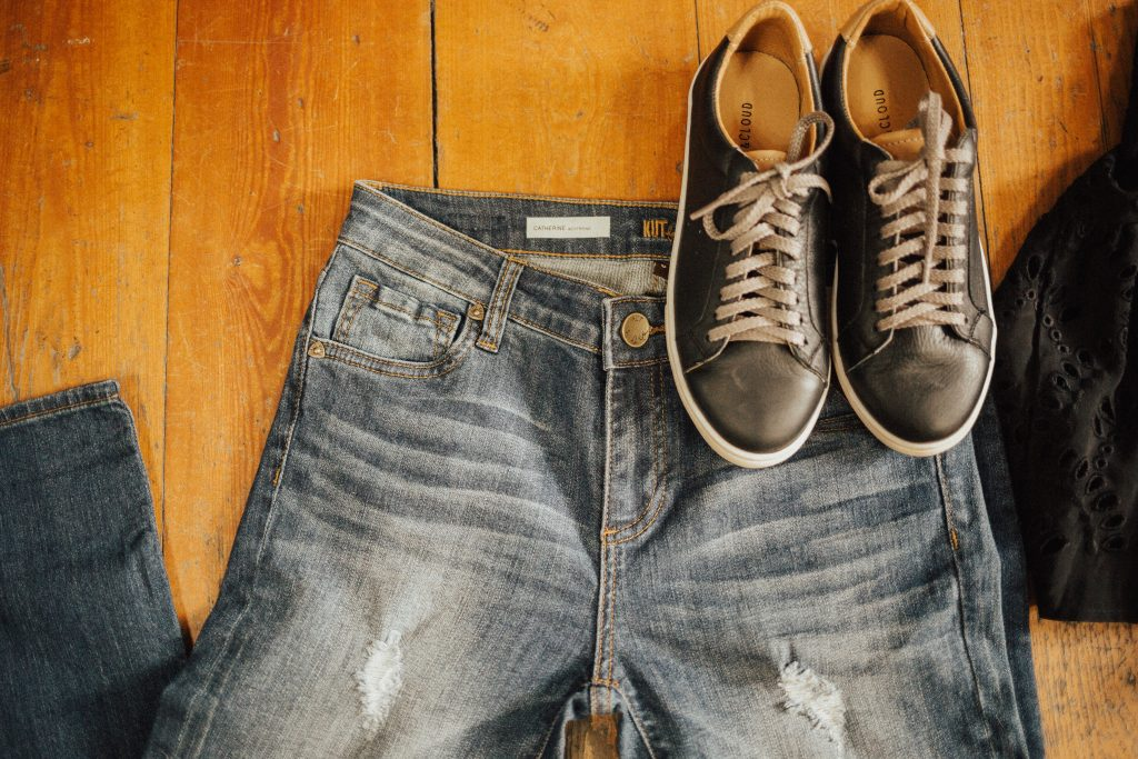 What to wear wednesday holy jeans and sneakers