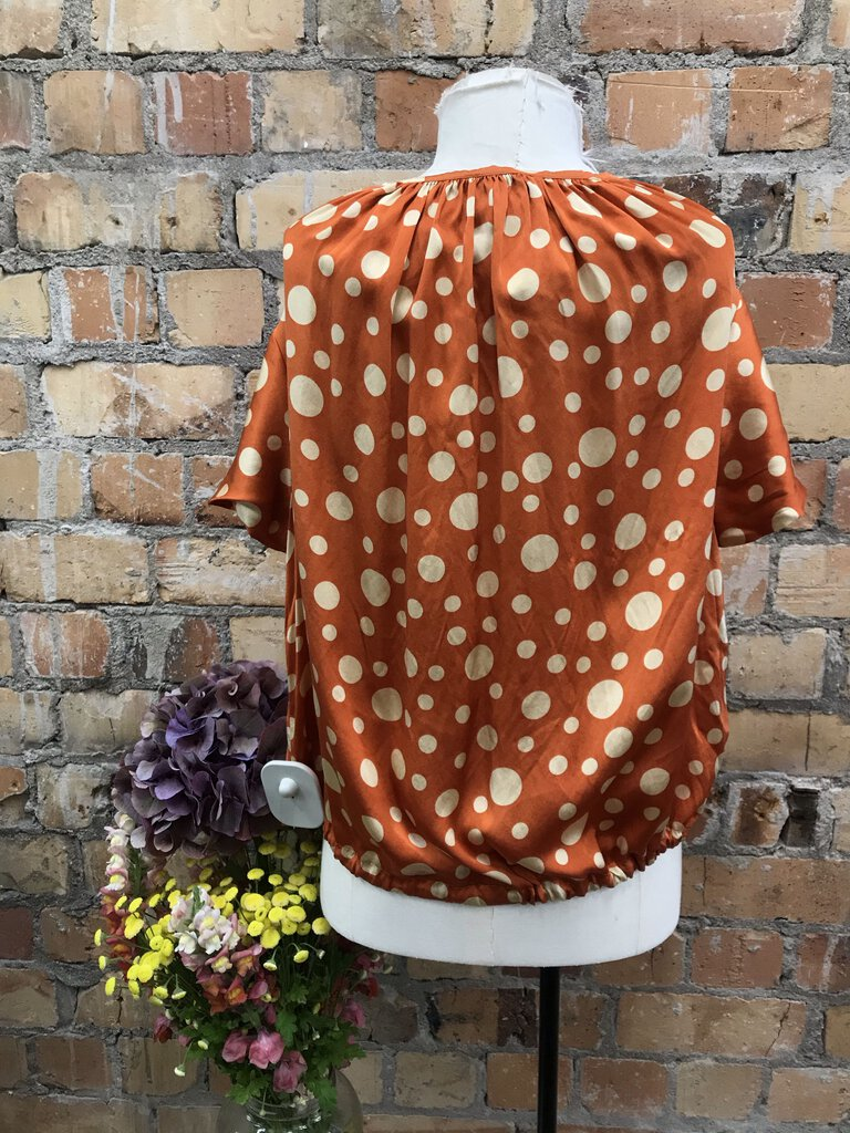 (Minor wear) Silk satin S/sl polka dot blouse w drawstring tie
