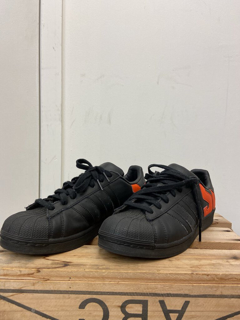 *Mens black low top lace up sneakers w/ orange text on back