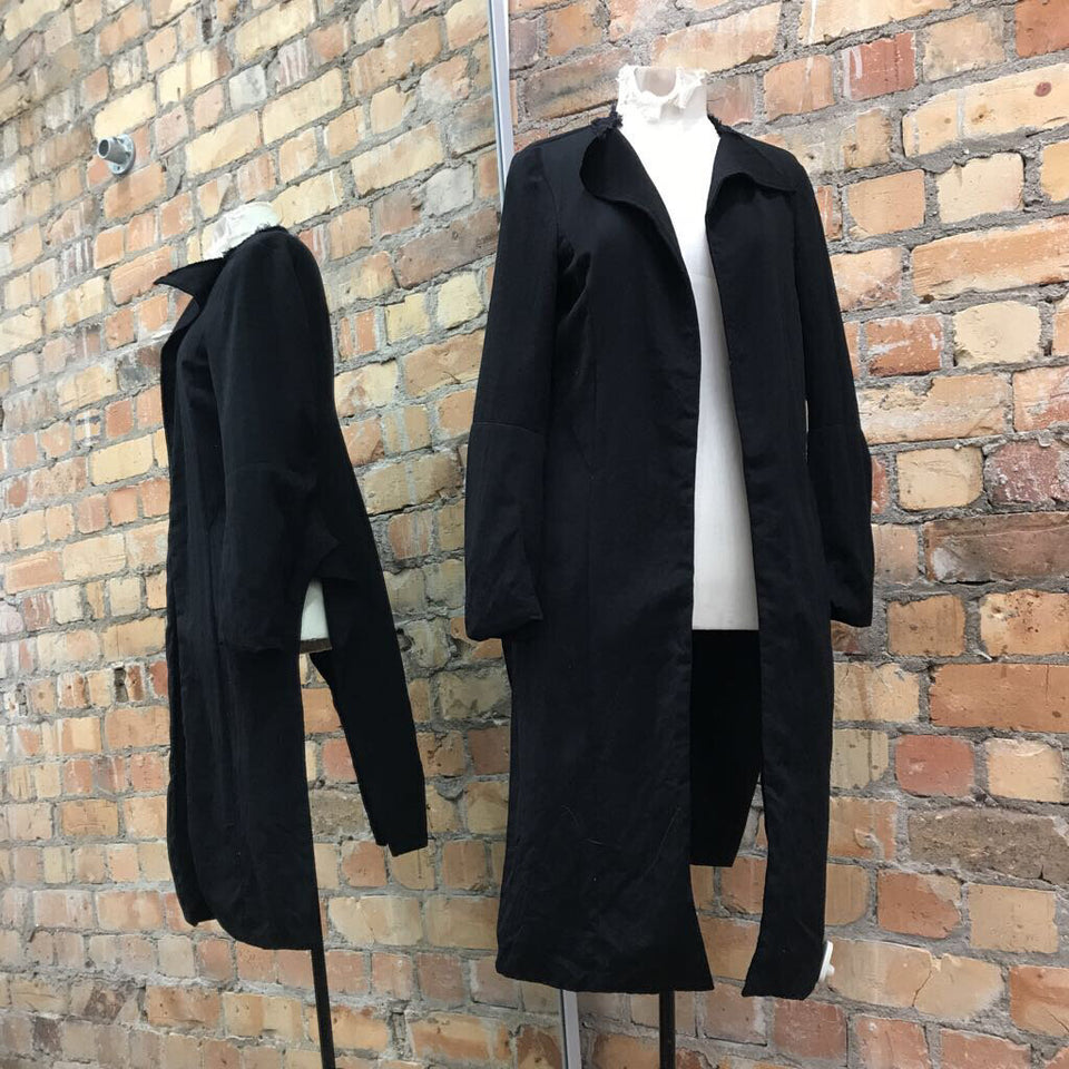 Black L/sl split side cardigan w/ raw hem