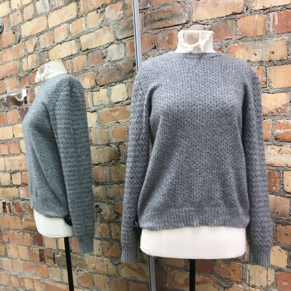 Grey dotted 100% cashmere L/slv jumper (hole in neckline)