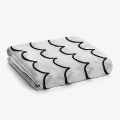 Muslin Swaddle Blanket van Modern Burlap / Waves