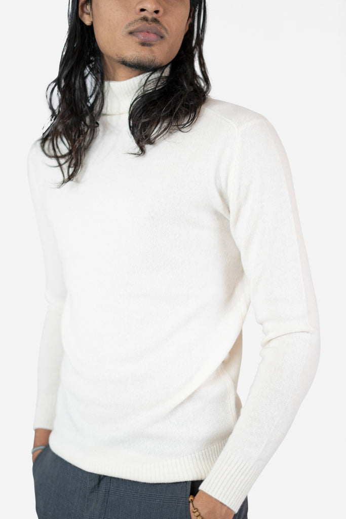 Model wearing Talha in White Cardigan | Recycled Cashmere Turtleneck Sweater | golapi