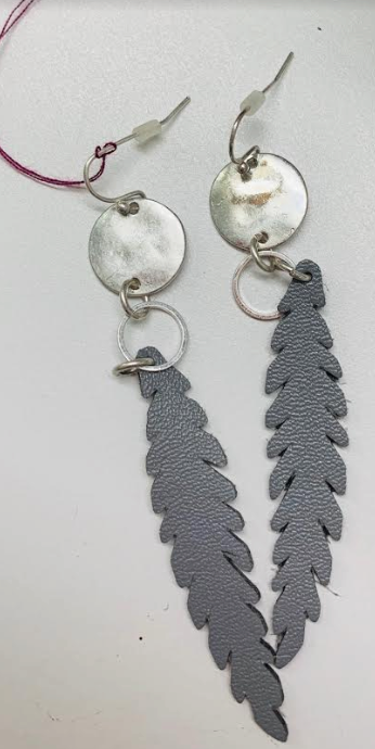 Cutout leather feather-look earrings - Juli & Boutique