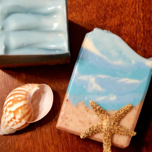 Bring the beach to your home with this Beach Bum beach-inspired goat milk soap. Fresh ozone, salt, citrus and floral scents take you back to the beach all while nourishing your skin.