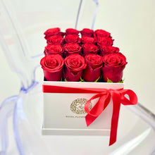 Load image into Gallery viewer, Red Velvet Rose Flower Box