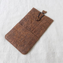 Load image into Gallery viewer, RANTA Cacao - Barkcloth Phone Pouch
