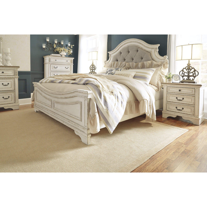 BED Chipped White Realyn - Queen Panel Bed