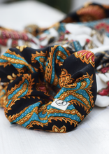 Load image into Gallery viewer, Scrunchie Batik