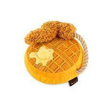 Laden Sie das Bild in den Galerie-Viewer, Hundespielzeug Barking Brunch Toy Chicken and Waffle