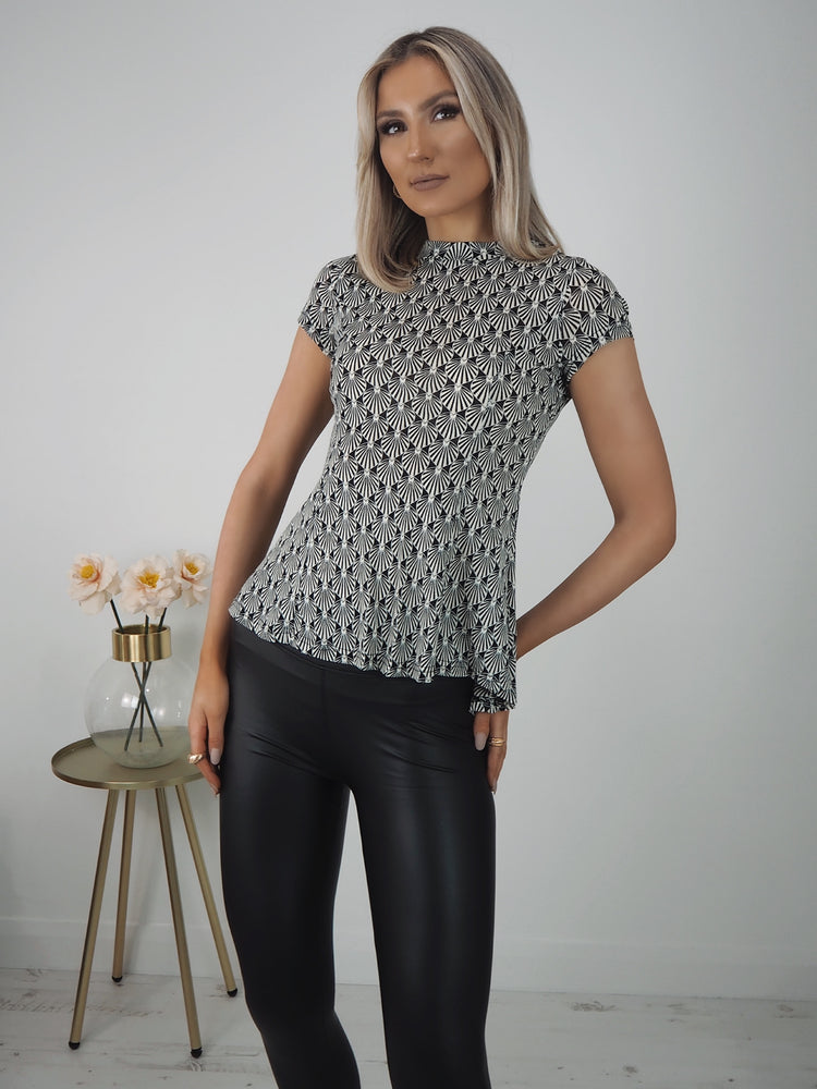 Linn Black/White Print Short Sleeve Top