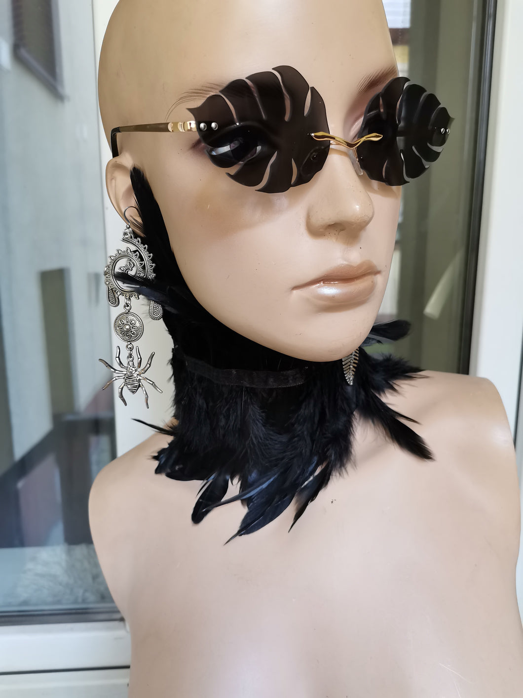 Witch look: earrings, sunglasses and collar