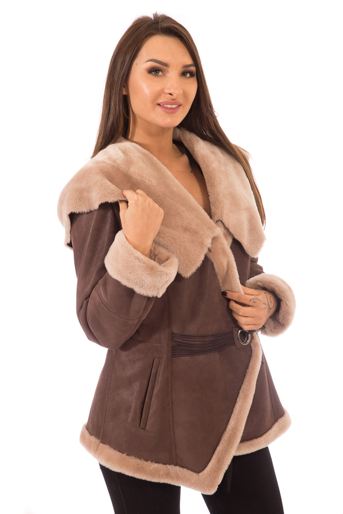 Load image into Gallery viewer, Shearling Jacket