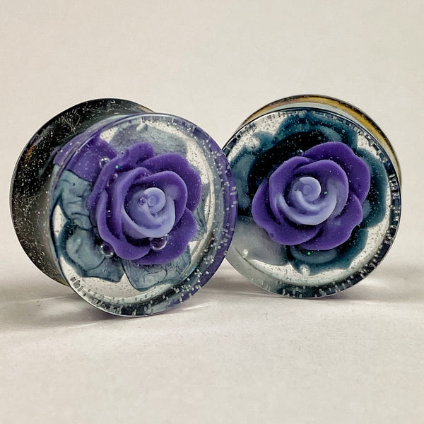 Gauge front, purple rose in smokey sea