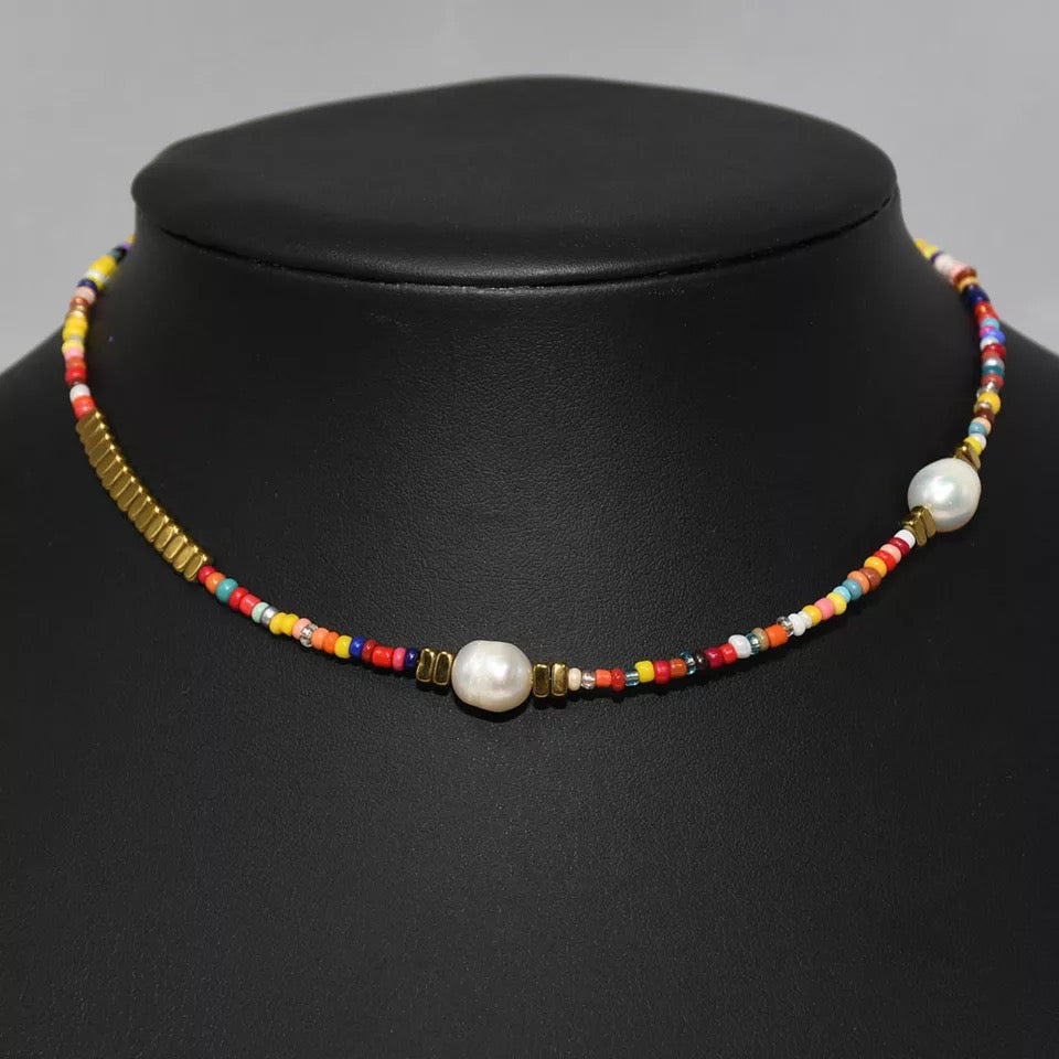 METALLIC BEADED NECKLACE