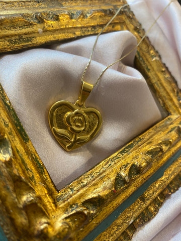 GOLD HEART FLOWER PENDANT