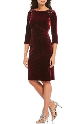 Burgundy short dress w/ sleeves velvet