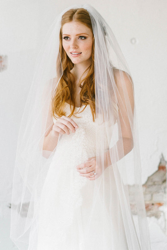 Scalloped floral lace bridal veil