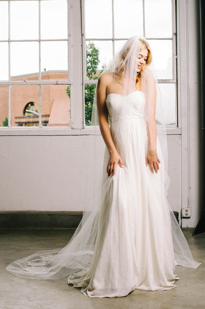 Floral French lace bridal veil | Sara Gabriel