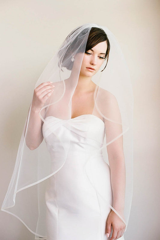 Fingertip bridal veil with horsehair edge | Sara Gabriel