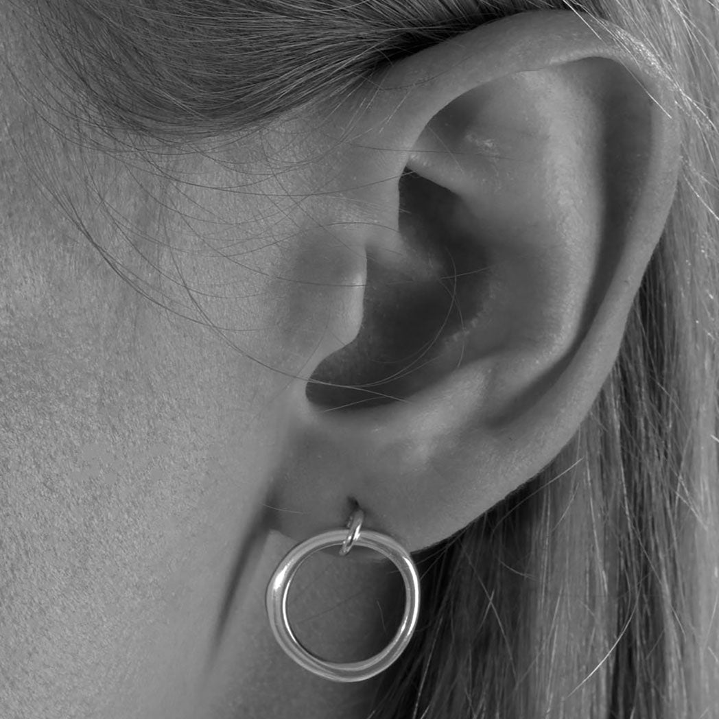 Genderless Round Stud Earrings in Silver
