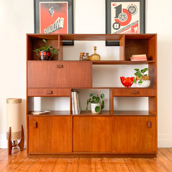 JOHN GRIMES TEAK ROOM DIVIDER - HEY JUDE WORKSHOP • Vintage furniture & wares.