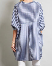 Load image into Gallery viewer, High-low hem batwing sleeve button down