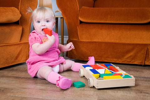 At what age a baby should be able to build blocks? | GIGI Bloks