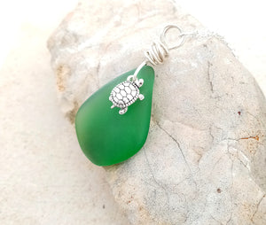 Turtle & Emerald Green Seaglass Pendant