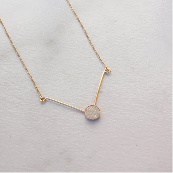 CAB V NECKLACE WHITE DRUZY
