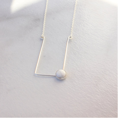 CORNER CABOCHON NECKLACE HOWLITE