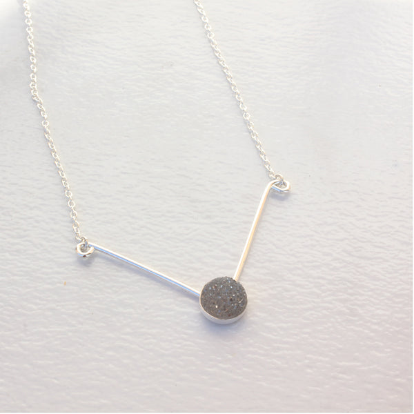 CAB V NECKLACE SILVER DRUZY
