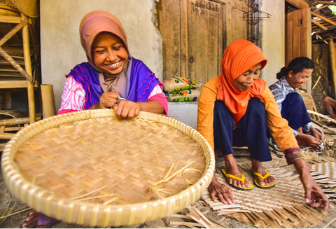 artisans ladies weaving sustainable wall baskets in indonesia