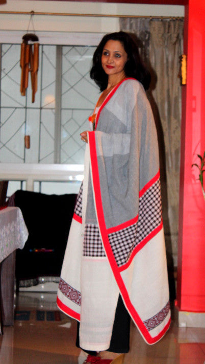 White checked dupatta with Mising weave