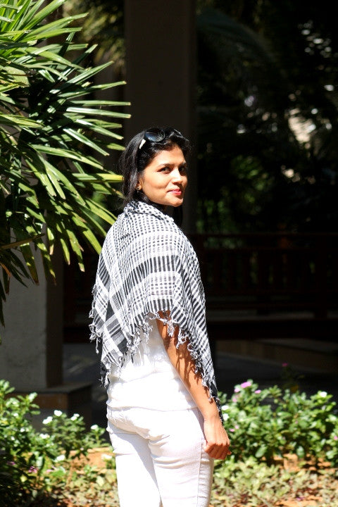 Black and white cotton scarf